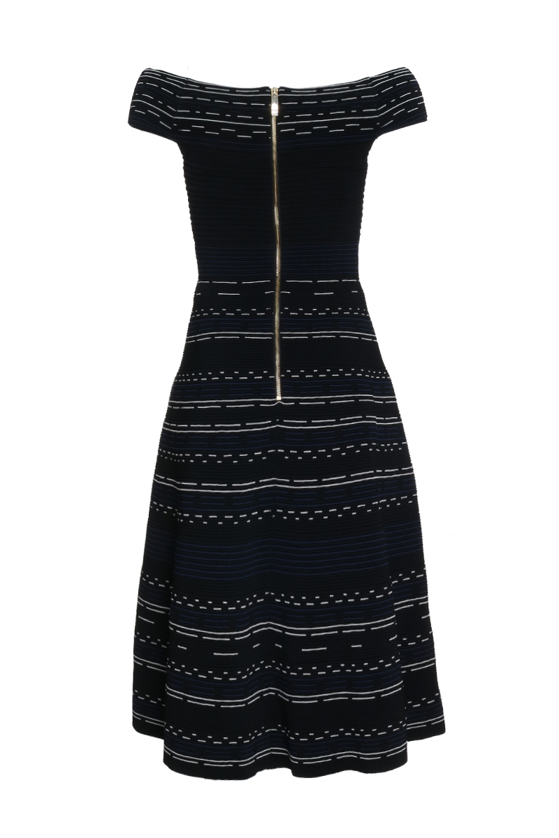 [:en]Ribbed Dress[:de]Geripptes Kleid[:]