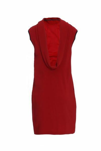 Rotes Kleid mit Wasserfallausschnitt
